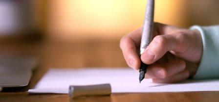 Kiedy czujesz, że rozmowy o problemach coraz bardziej Cię przytłaczają, przestań mówić a zacznij pisać