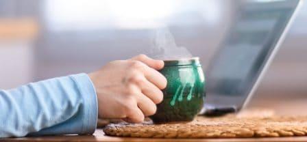 10 wspierających zdań do przeczytania każdego poranka przy kawie